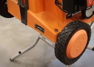 Mit den leichtgängigen Räder lässt sich die Tischkreissäge komfortabel transportieren und verladen.