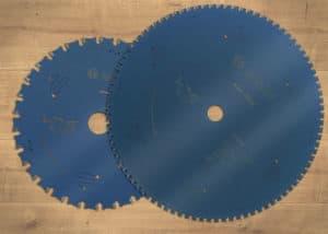 Bosch führt die Kreissägeblätter für Stahl mit verschiedenen Bohrungen und Größen.
